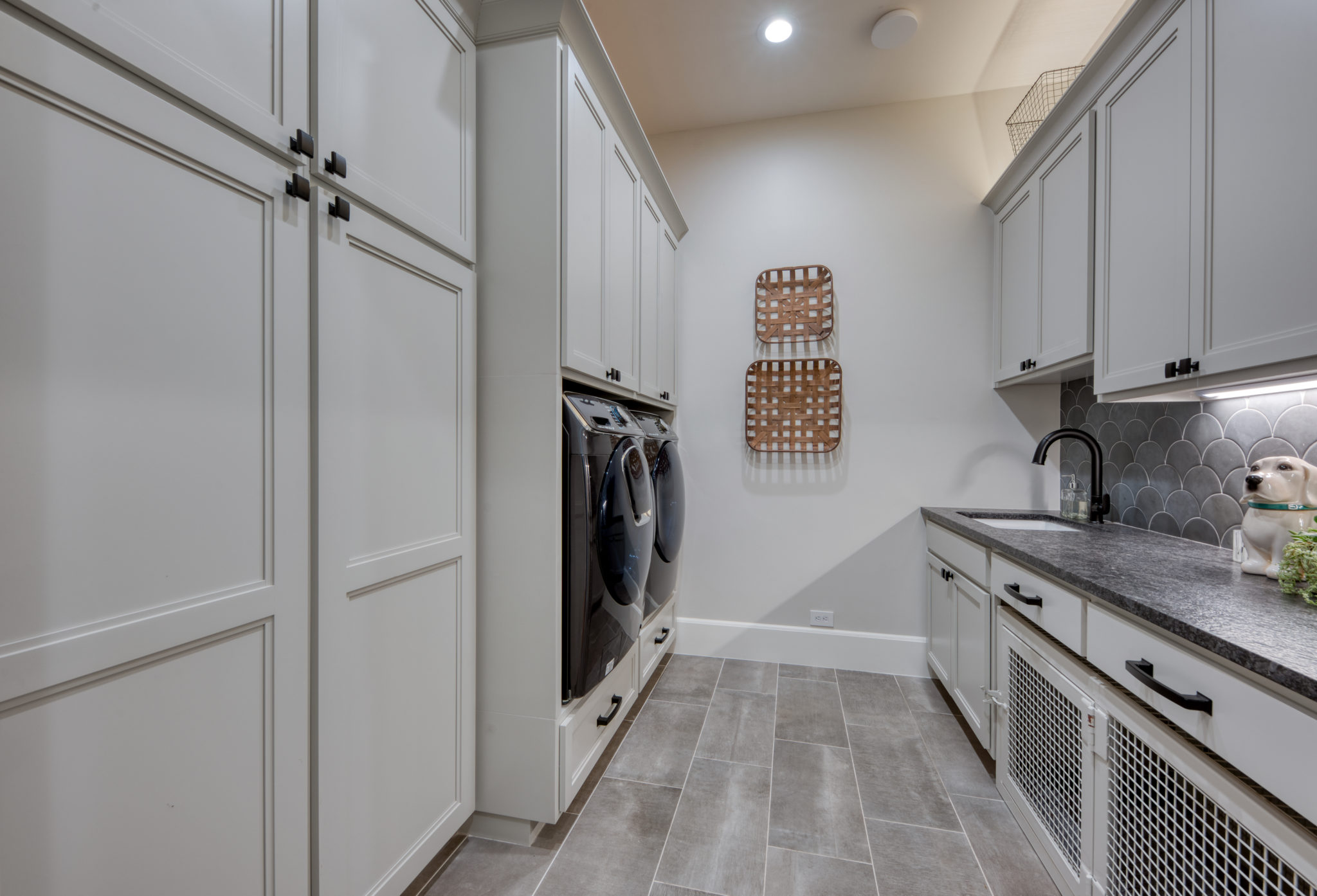 Luxury Home Laundry Room & Folding Counter South Central TX G. Morris Homes